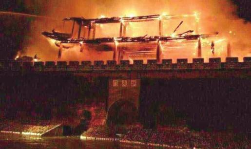 云南古建筑再起大火六百多年历史拱辰楼毁于一旦