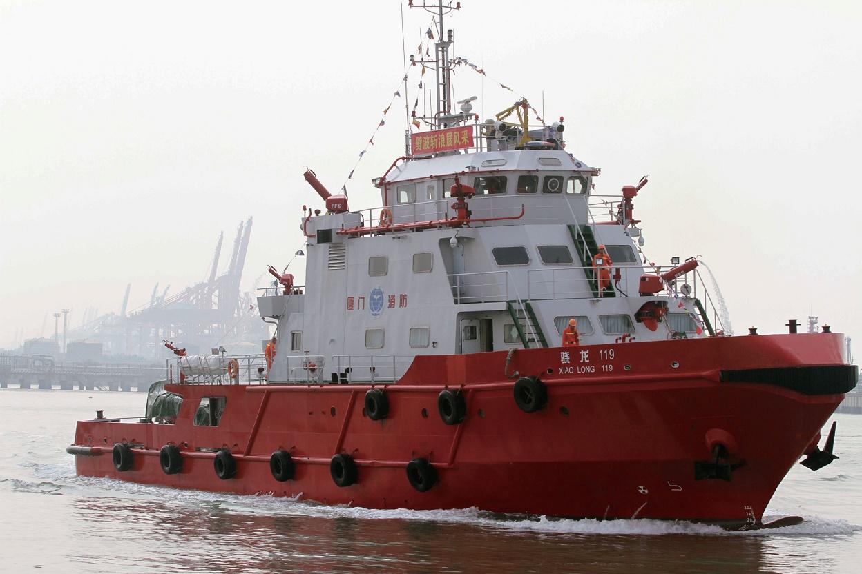 乘风破浪消防船