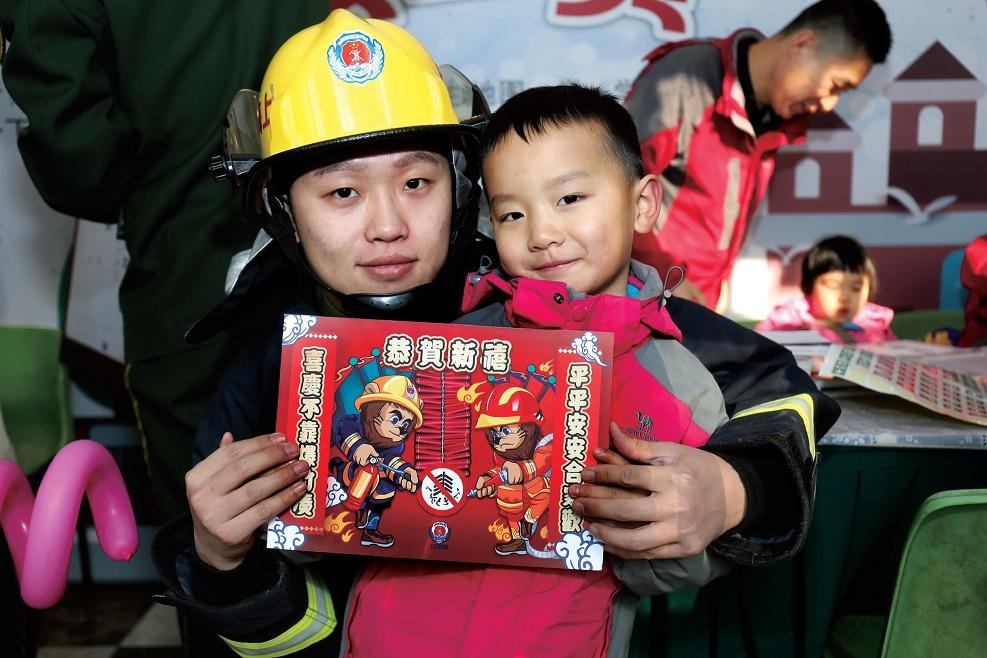 童眼看世界 安全伴我行——中福会少年宫举行儿童安全游园会