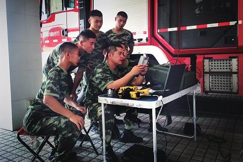 钢铁是这样炼成的记上海市公安消防总队特勤支队彭浦中队副中队长林飞