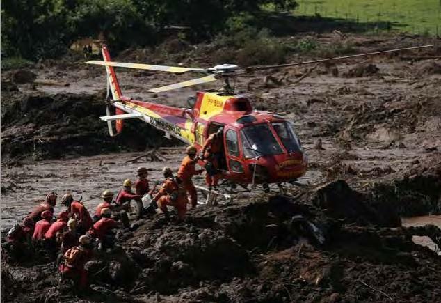 席卷而来的倾盆泥浆巴西矿坝决堤事故致84人遇难